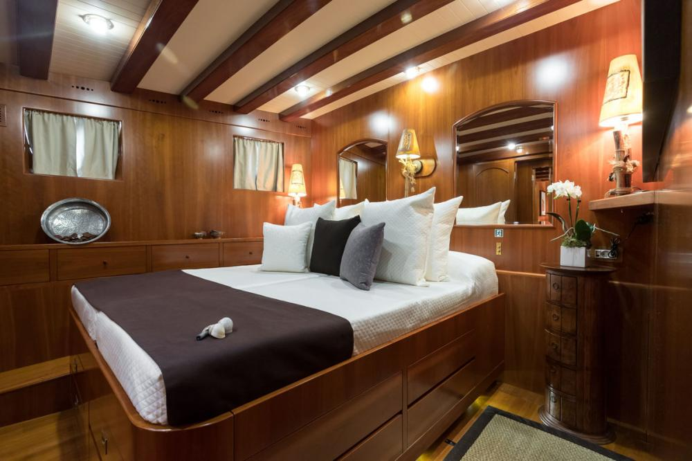 OVER THE RAINBOW - Luxury Motor Yacht For Charter - 2 DOUBLE CABINS - Img 1   C&N