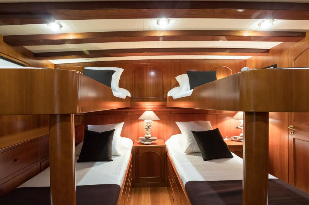 OVER THE RAINBOW - Luxury Motor Yacht For Charter - 1 TWIN CABIN - Img 2   C&N