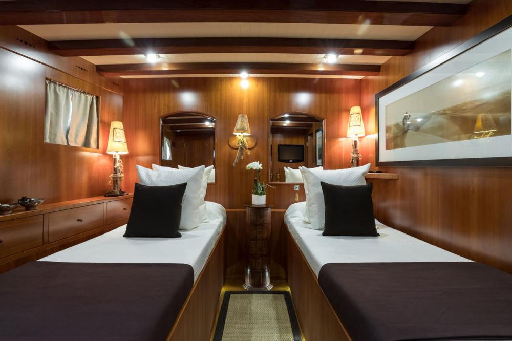 OVER THE RAINBOW - Luxury Motor Yacht For Charter - 2 DOUBLE CABINS - Img 2   C&N
