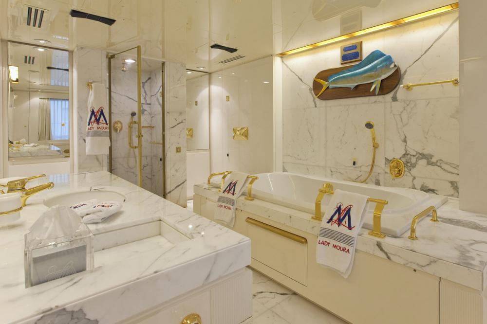 LADY MOURA - Luxury Motor Yacht For Sale - Guest Cabins - Img 4 | C&N