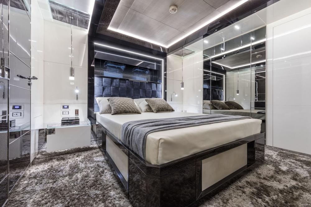 RJX - Luxury Motor Yacht For Sale - VIP Suite - Img 1   C&N