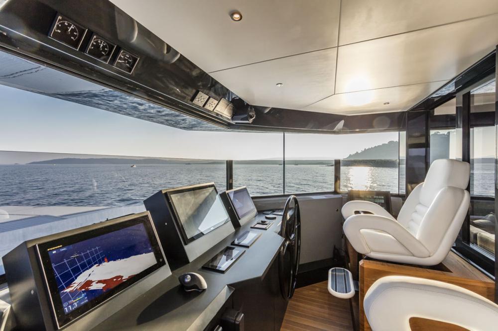 RJX - Luxury Motor Yacht For Sale - Pilothouse - Img 2   C&N