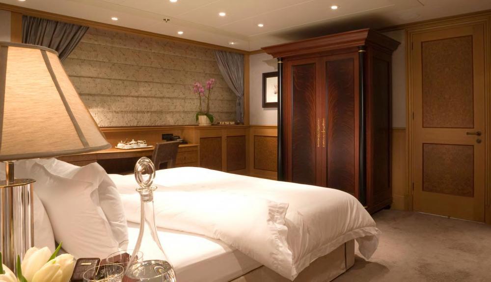 UTOPIA - Luxury Motor Yacht For Charter - 2 DOUBLE CABINS - Img 3 | C&N