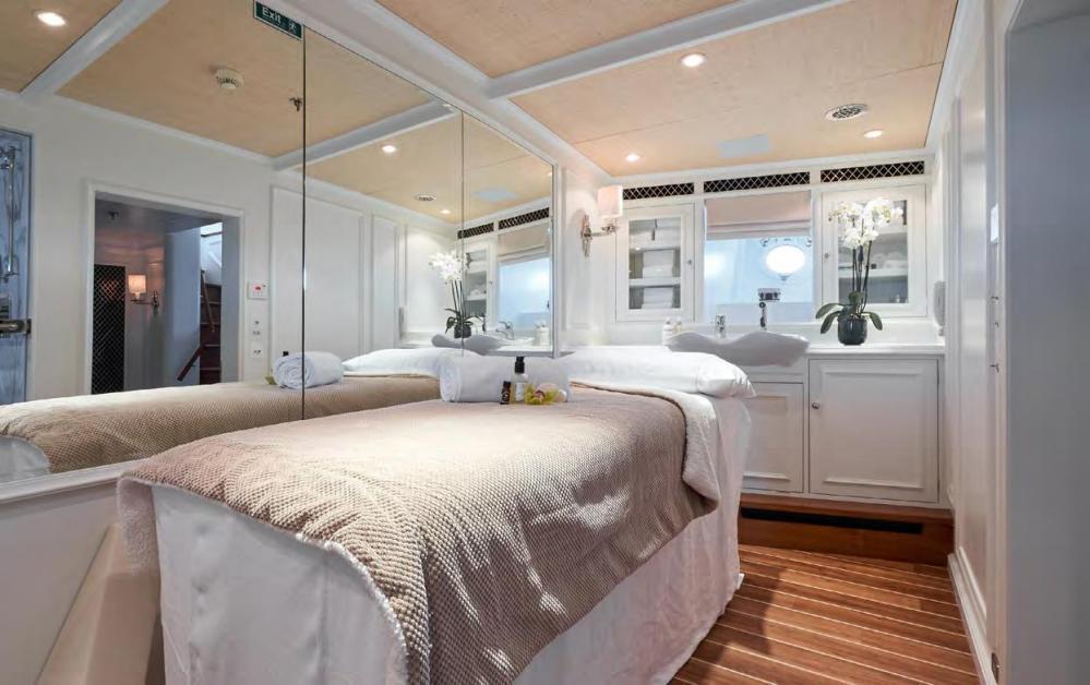 HAIDA 1929 - Luxury Motor Yacht For Charter - Master deck: 1 kind size bed + shower/hammam + tub - Img 3 | C&N