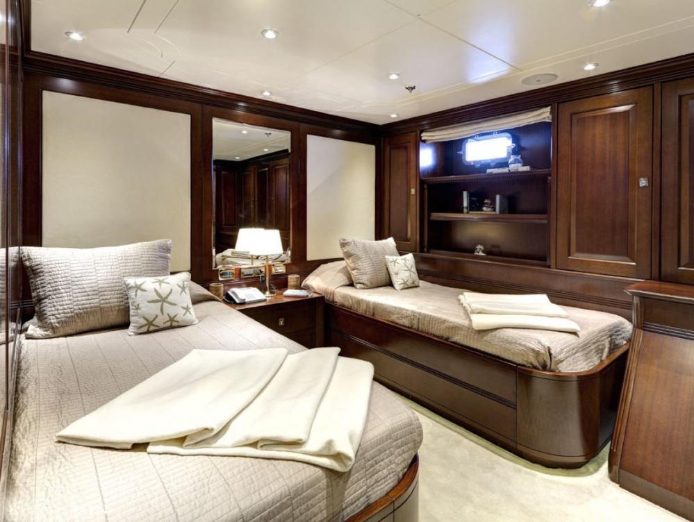 AZTECA II - Luxury Motor Yacht For Charter - 2 Twin Cabins - Img 1   C&N