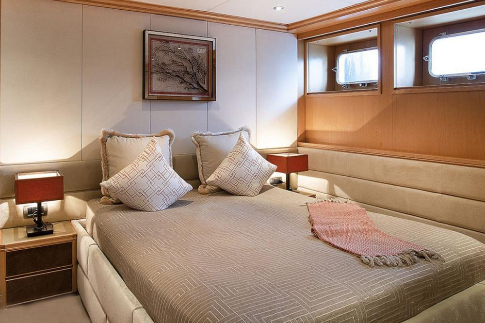 DEEP BLUE II - Luxury Motor Yacht For Charter - Two additional cabins are located on the lower deck (aft), one double and one twin cabin, both featuring a bathtub - Img 1   C&N