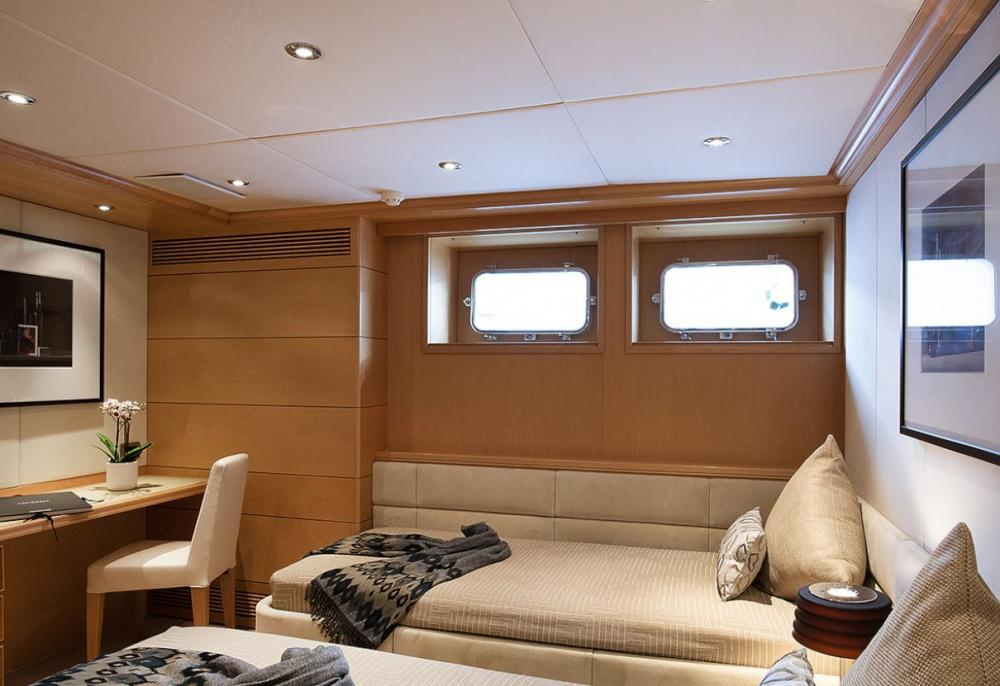DEEP BLUE II - Luxury Motor Yacht For Charter - Two additional cabins are located on the lower deck (aft), one double and one twin cabin, both featuring a bathtub - Img 3   C&N