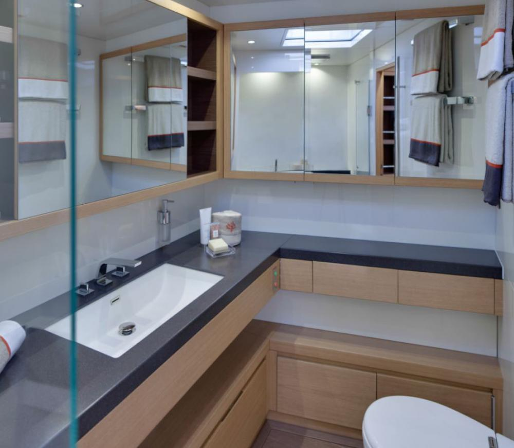 CROSSBOW - Luxury Sailing Yacht For Charter - VIP Suite - Img 2   C&N