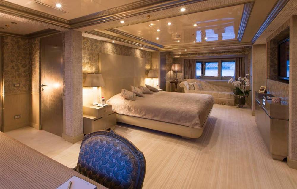 EMERALD - Luxury Motor Yacht For Charter - Full Beam Master Suite - Img 2   C&N