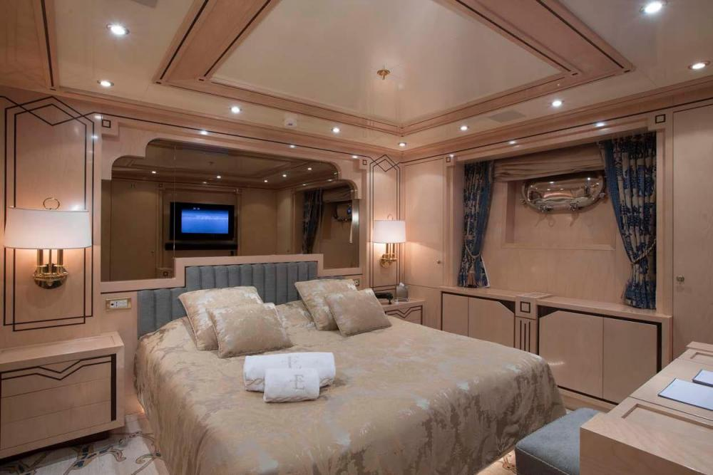 EMERALD - Luxury Motor Yacht For Charter - Two Double Cabins - Img 1   C&N