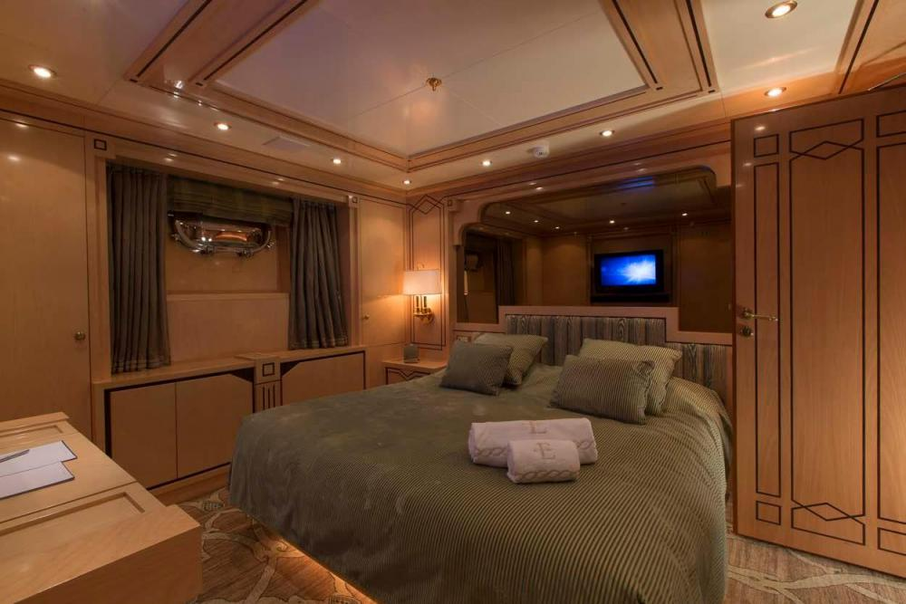 EMERALD - Luxury Motor Yacht For Charter - Two Double Cabins - Img 2   C&N