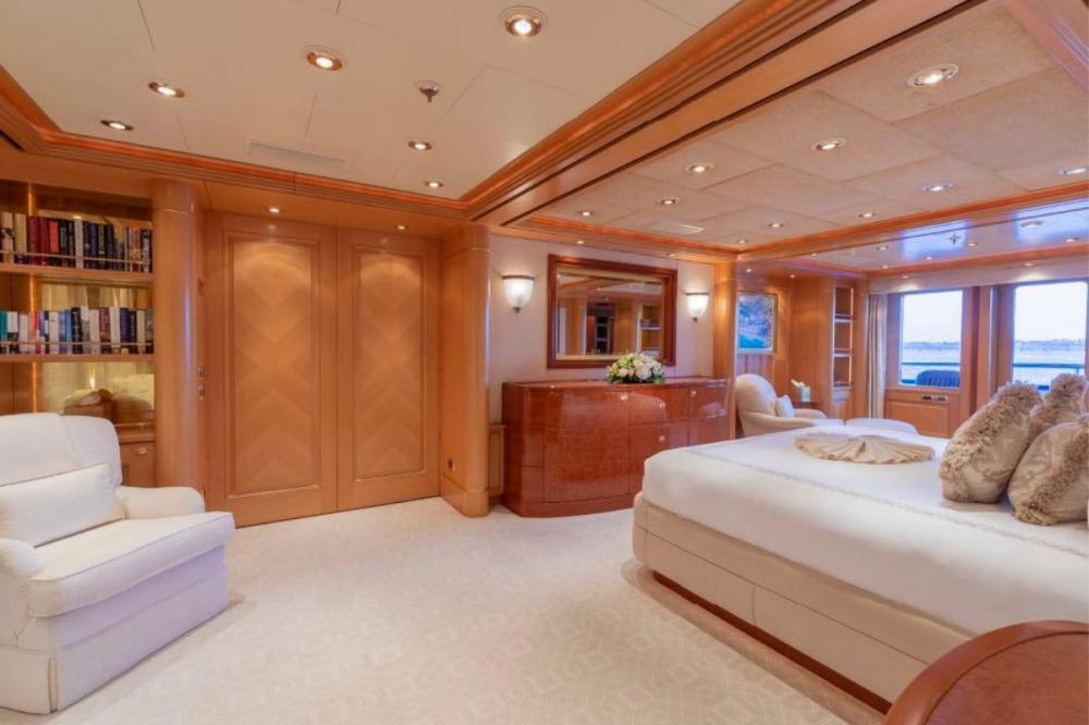 LAUREL - Luxury Motor Yacht For Charter - Master Suite - Img 4 | C&N