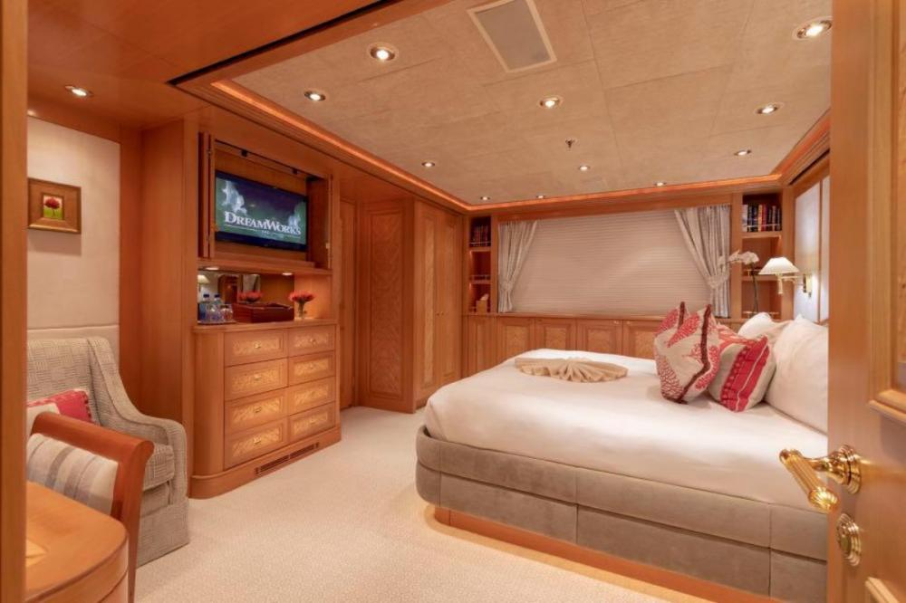 LAUREL - Luxury Motor Yacht For Charter - Four king suites - Img 2 | C&N