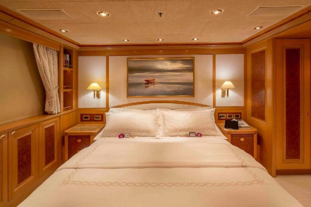 LAUREL - Luxury Motor Yacht For Charter - Two Queen Suites - Img 2 | C&N