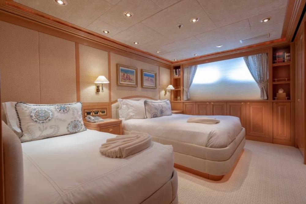 LAUREL - Luxury Motor Yacht For Charter - Two Queen Suites - Img 3 | C&N