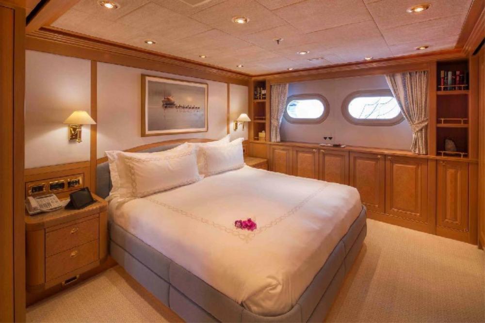 LAUREL - Luxury Motor Yacht For Charter - Two Queen Suites - Img 1 | C&N