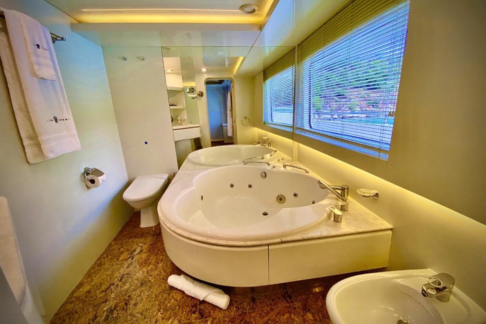 LIONSHARE - Luxury Motor Yacht For Charter - 1 MASTER CABIN - Img 3 | C&N