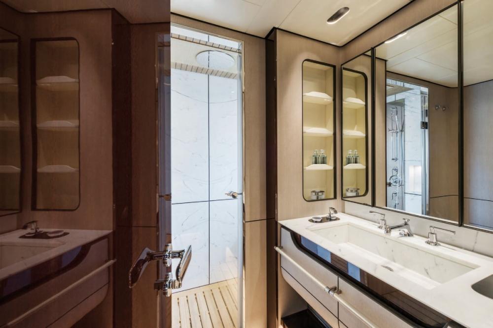 SOL - Luxury Motor Yacht For Sale - 2 VIP Cabins - Img 2   C&N