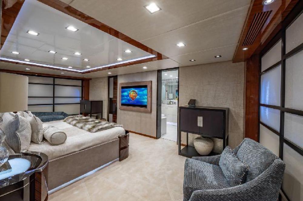 TURQUOISE - Luxury Motor Yacht For Charter - Full beam master Suite - Img 2   C&N