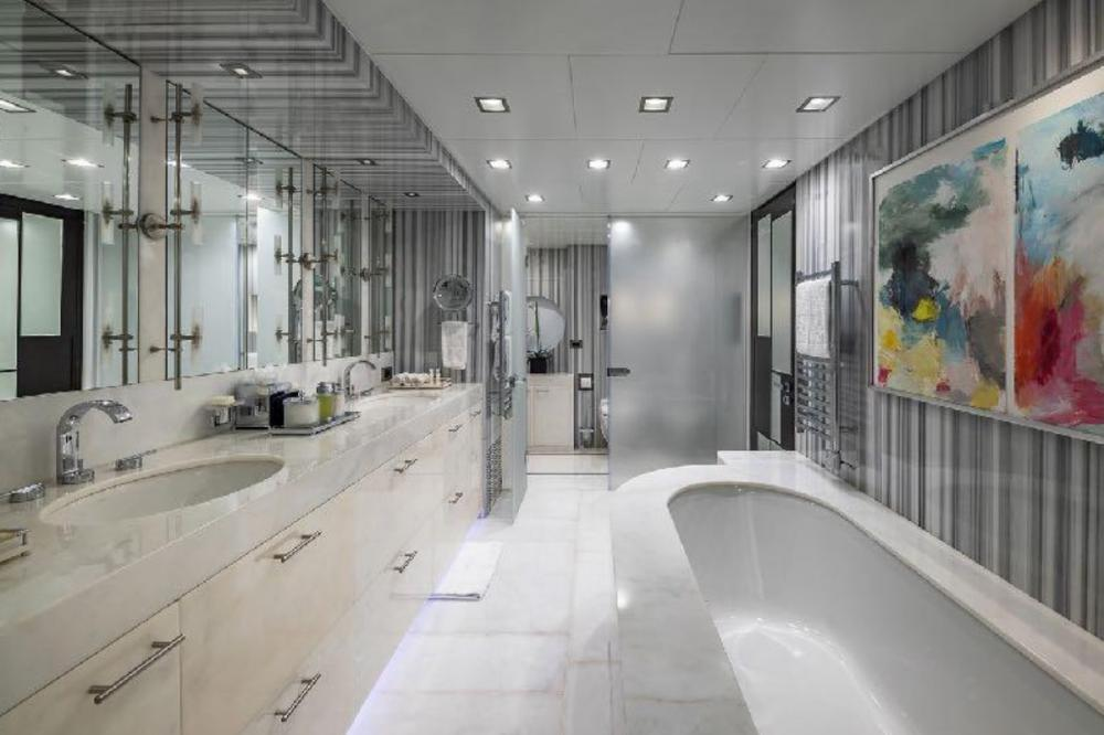 TURQUOISE - Luxury Motor Yacht For Charter - Full beam master Suite - Img 3   C&N