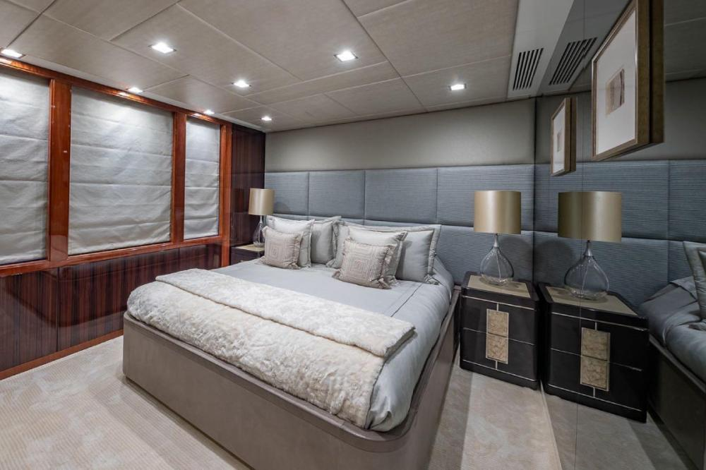 TURQUOISE - Luxury Motor Yacht For Charter - VIP Cabin - Img 1   C&N