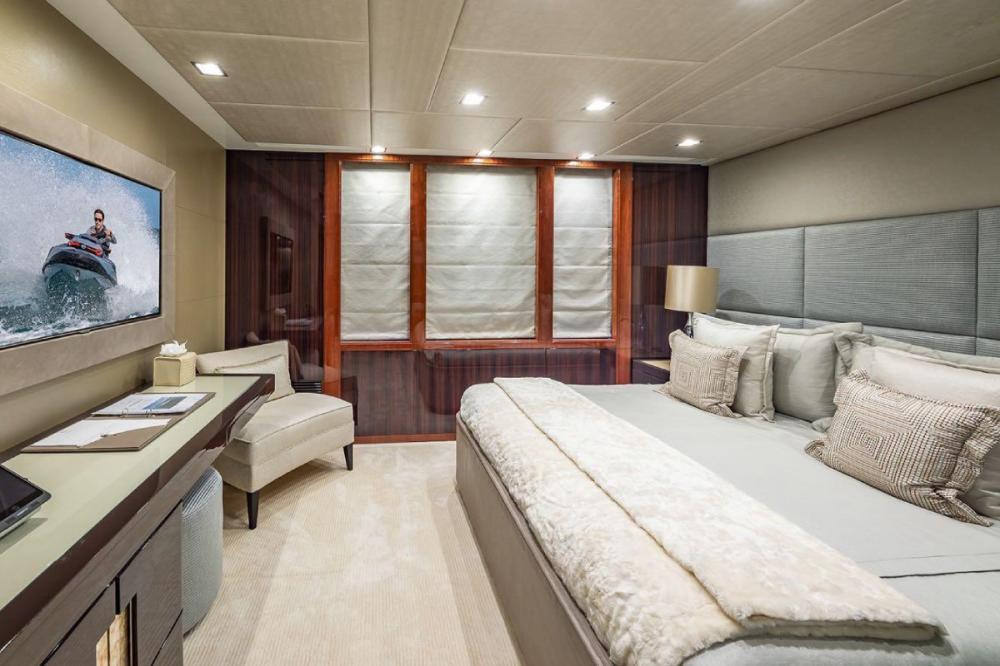 TURQUOISE - Luxury Motor Yacht For Charter - VIP Cabin - Img 2   C&N