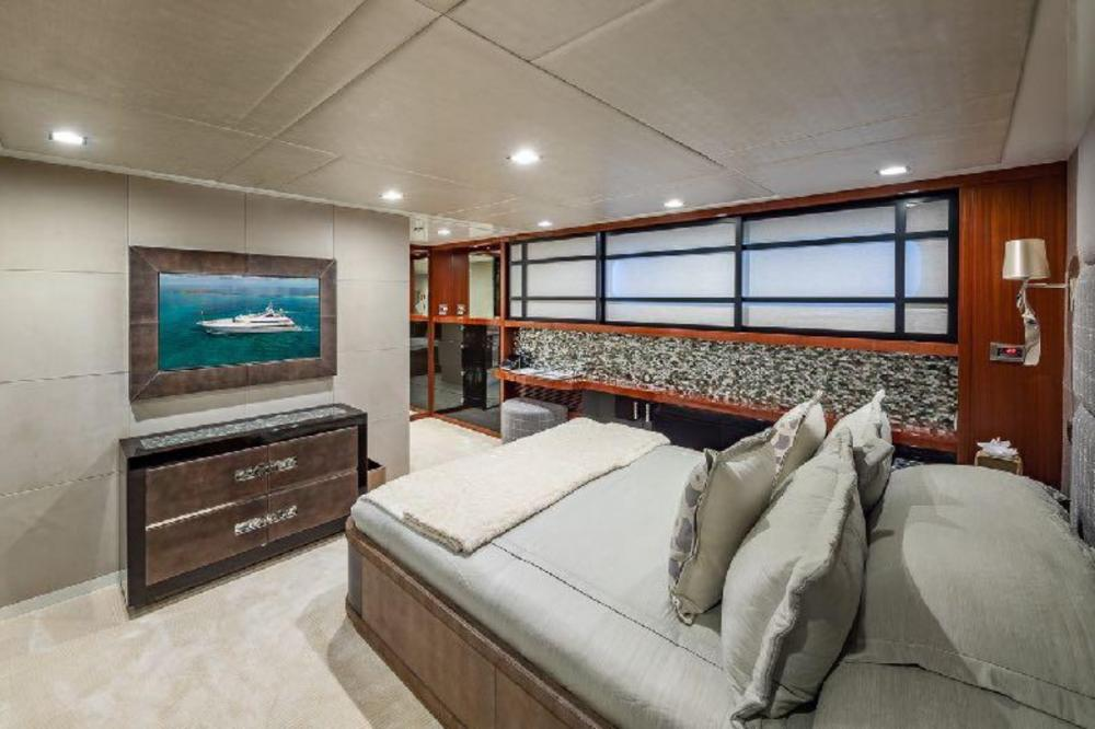 TURQUOISE - Luxury Motor Yacht For Charter - Three Double Cabins - Img 2   C&N