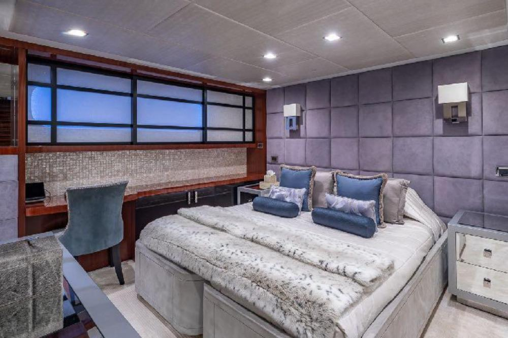 TURQUOISE - Luxury Motor Yacht For Charter - Three Double Cabins - Img 3   C&N