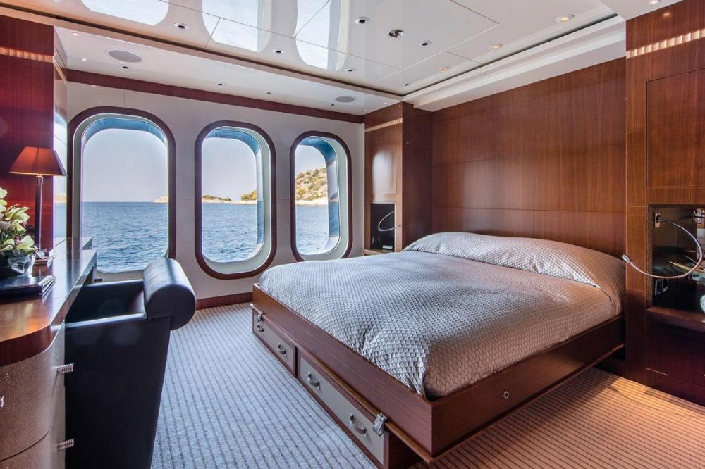 RARE FIND - Luxury Motor Yacht For Charter - VIP Cabin - Img 1   C&N