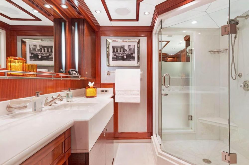 OCEAN CLUB - Luxury Motor Yacht For Charter - Three king staterooms - Img 4 | C&N