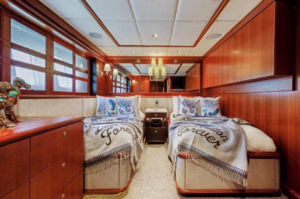 OCEAN CLUB - Luxury Motor Yacht For Charter - Twin Cabin that can covert to a queen - Img 1 | C&N