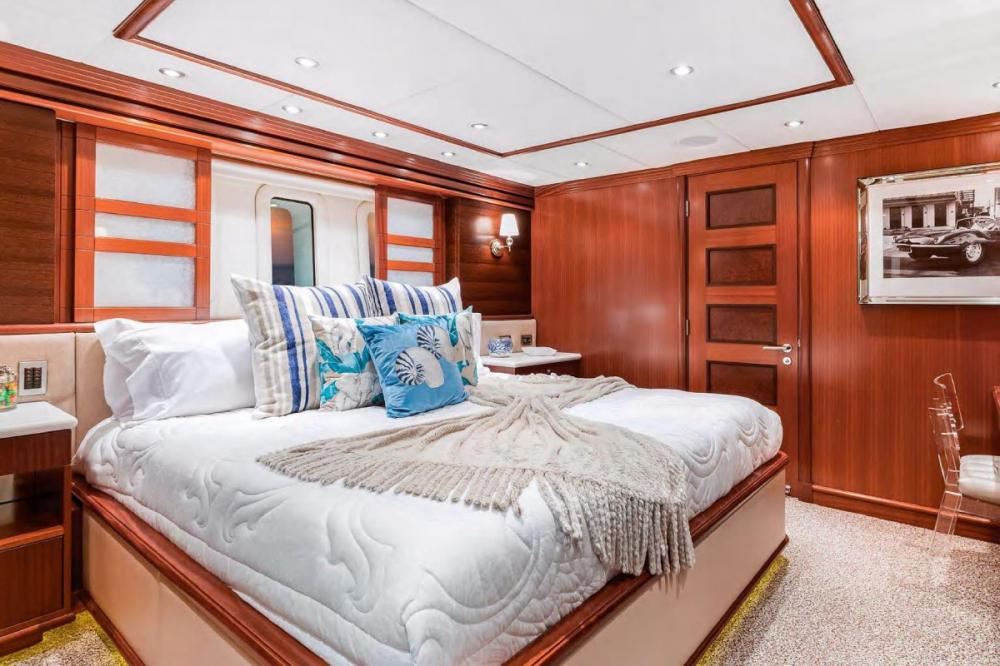 OCEAN CLUB - Luxury Motor Yacht For Charter - Three king staterooms - Img 2 | C&N
