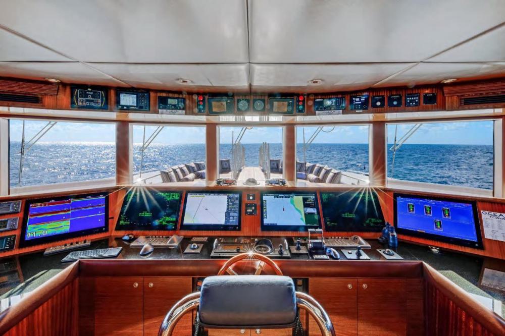 OCEAN CLUB - Luxury Motor Yacht For Charter - Bridge - Img 1 | C&N