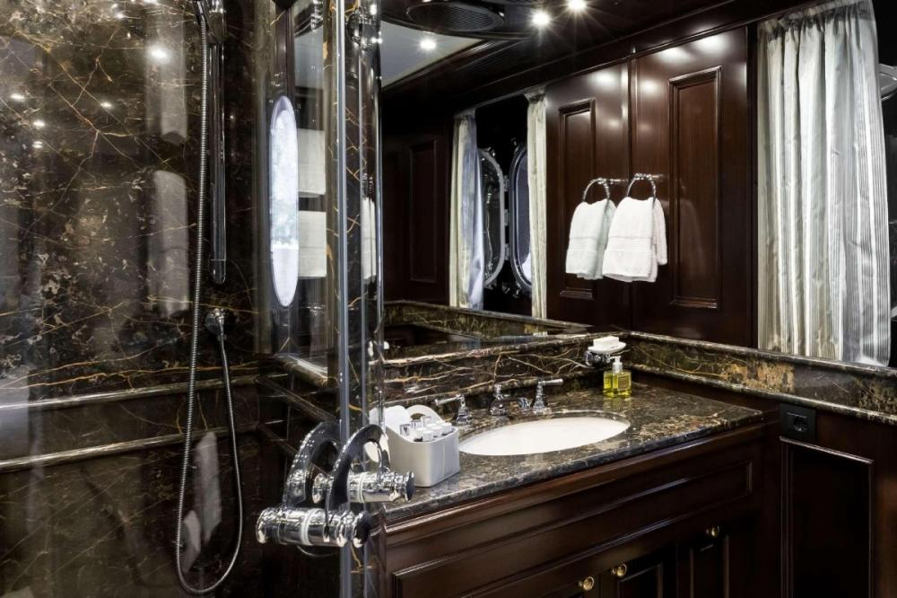 ELENI - Luxury Motor Yacht For Charter - Two Double Cabins - Img 2   C&N
