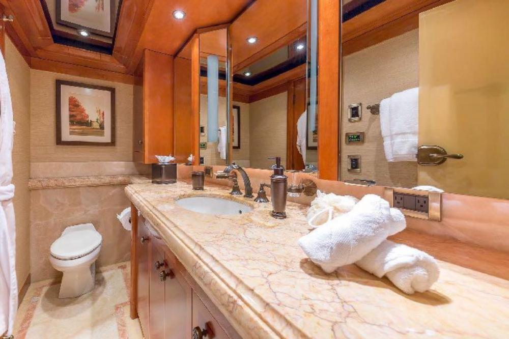 HOSPITALITY - Luxury Motor Yacht For Charter - Double Cabin - Img 3 | C&N