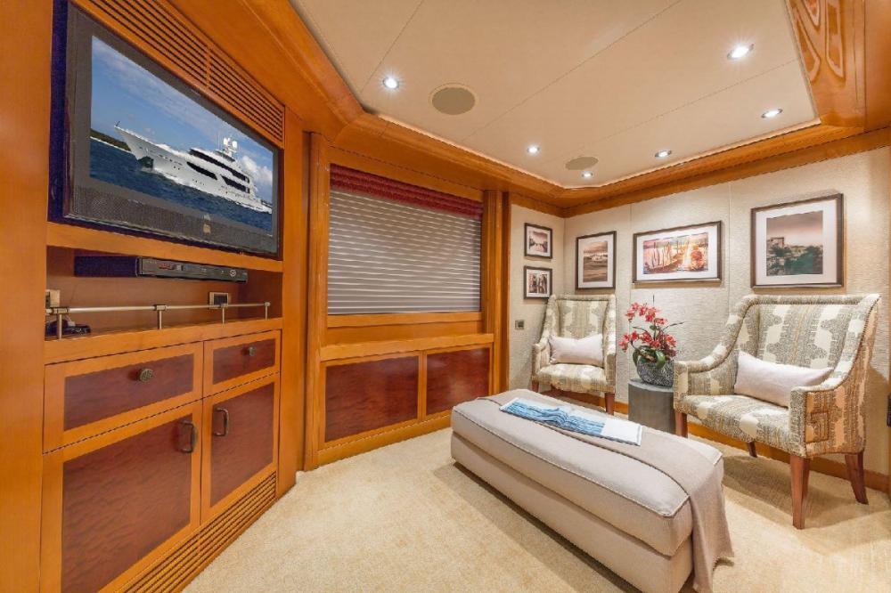 HOSPITALITY - Luxury Motor Yacht For Charter - Master Stateroom - Img 4 | C&N