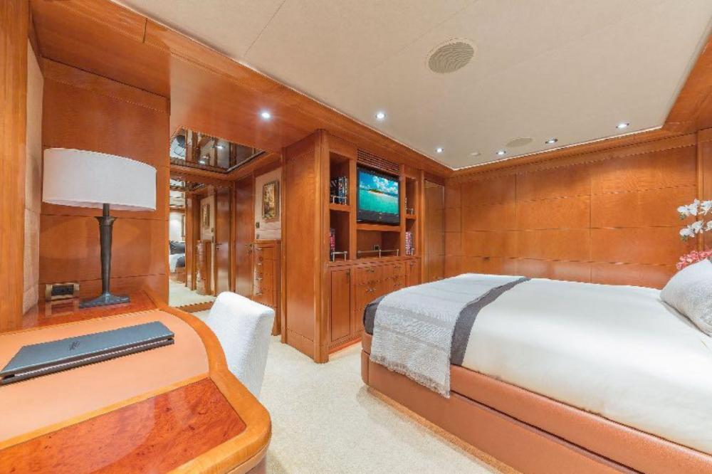 HOSPITALITY - Luxury Motor Yacht For Charter - Double Cabin - Img 2 | C&N