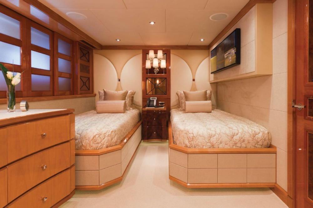 IMPROMPTU - Luxury Motor Yacht For Charter - Twin Cabin - Img 1 | C&N
