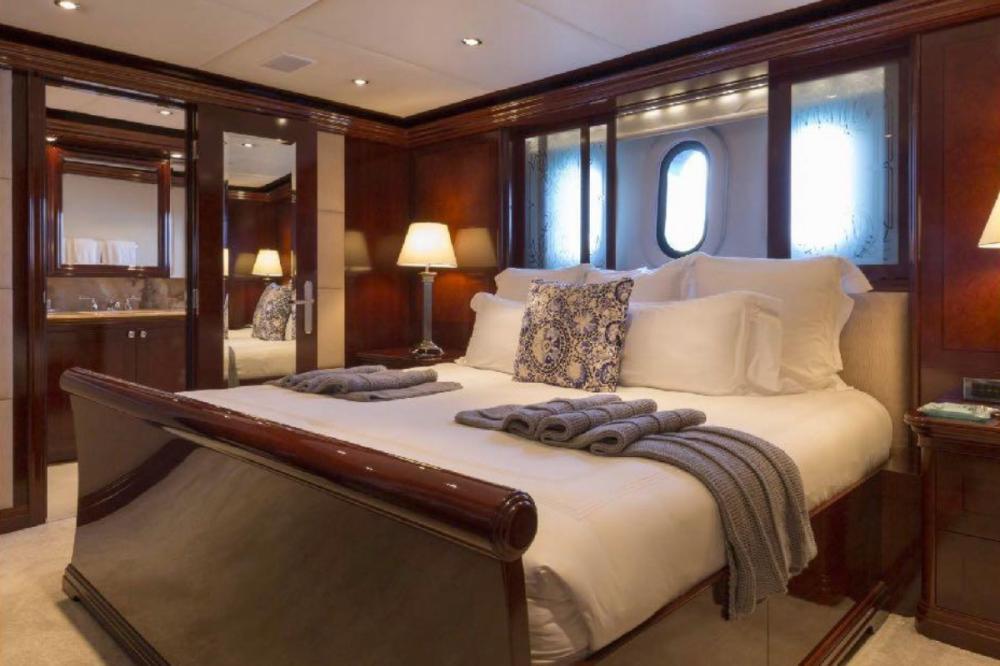 LA DEA II - Luxury Motor Yacht For Charter - Two King Cabins - Img 2 | C&N