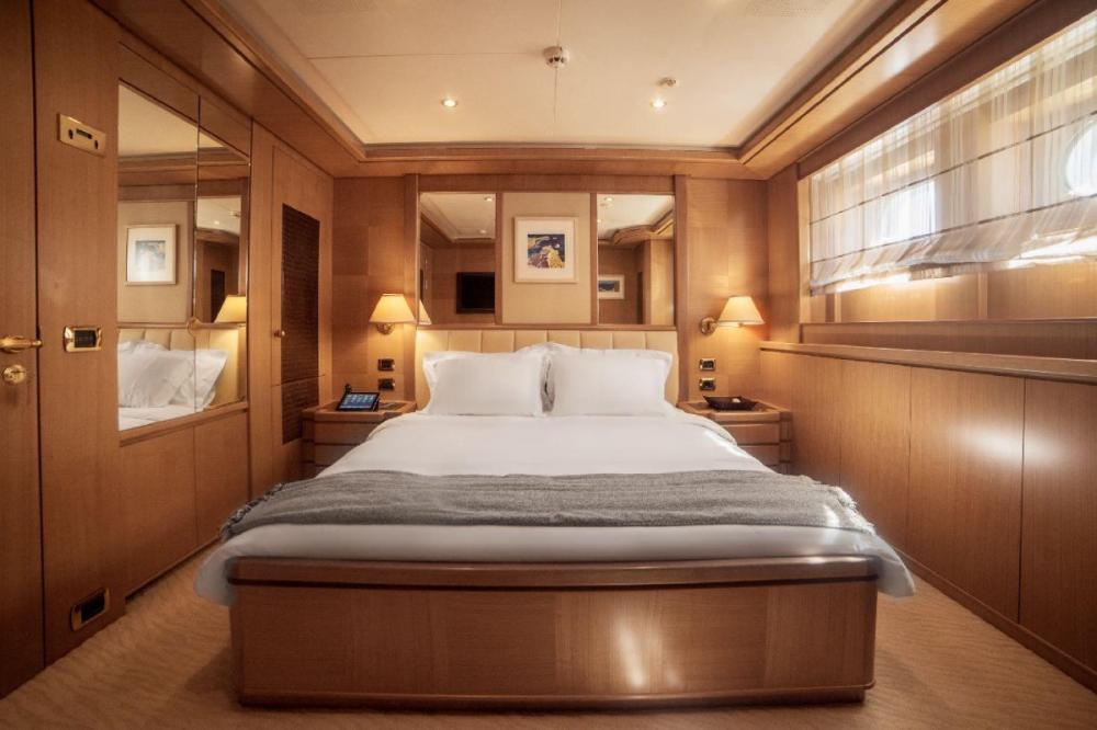OASIS - Luxury Motor Yacht For Charter - Two Double Cabins - Img 1 | C&N