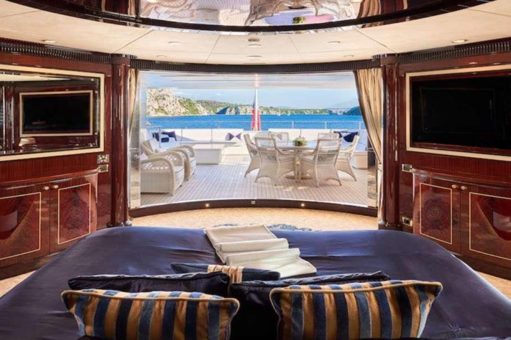 REVE D'OR - Luxury Motor Yacht For Charter - VIP Cabin - Img 2   C&N
