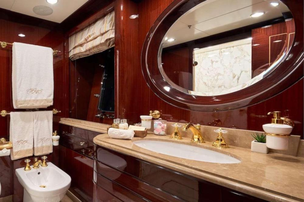 REVE D'OR - Luxury Motor Yacht For Charter - Two Twin Cabins - Img 2   C&N