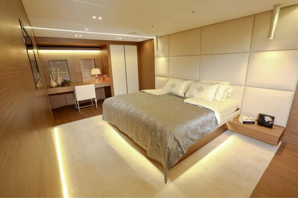 IPANEMAS - Luxury Motor Yacht For Charter - 1 Master full beam width cabin with dressing room, Owner's office, Gym and bathroom ensuite - Img 1   C&N