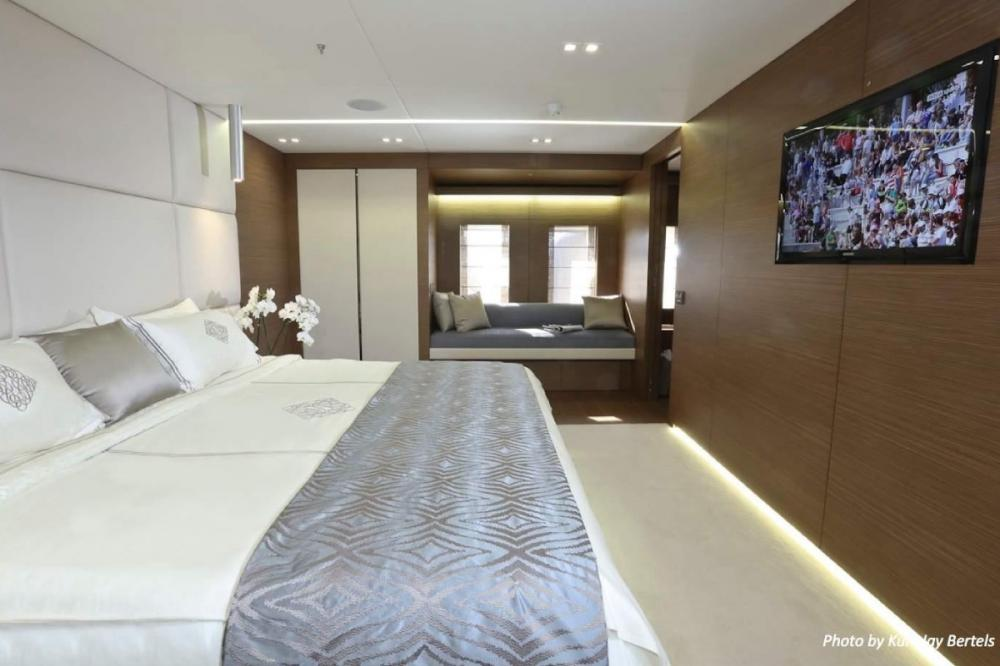 IPANEMAS - Luxury Motor Yacht For Charter - 1 Master full beam width cabin with dressing room, Owner's office, Gym and bathroom ensuite - Img 3   C&N