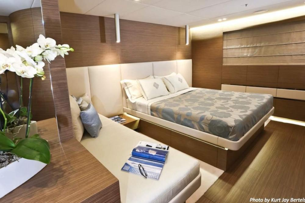 IPANEMAS - Luxury Motor Yacht For Charter - 1 VIP cabin with sofa bed and bathroom ensuite - Img 1   C&N