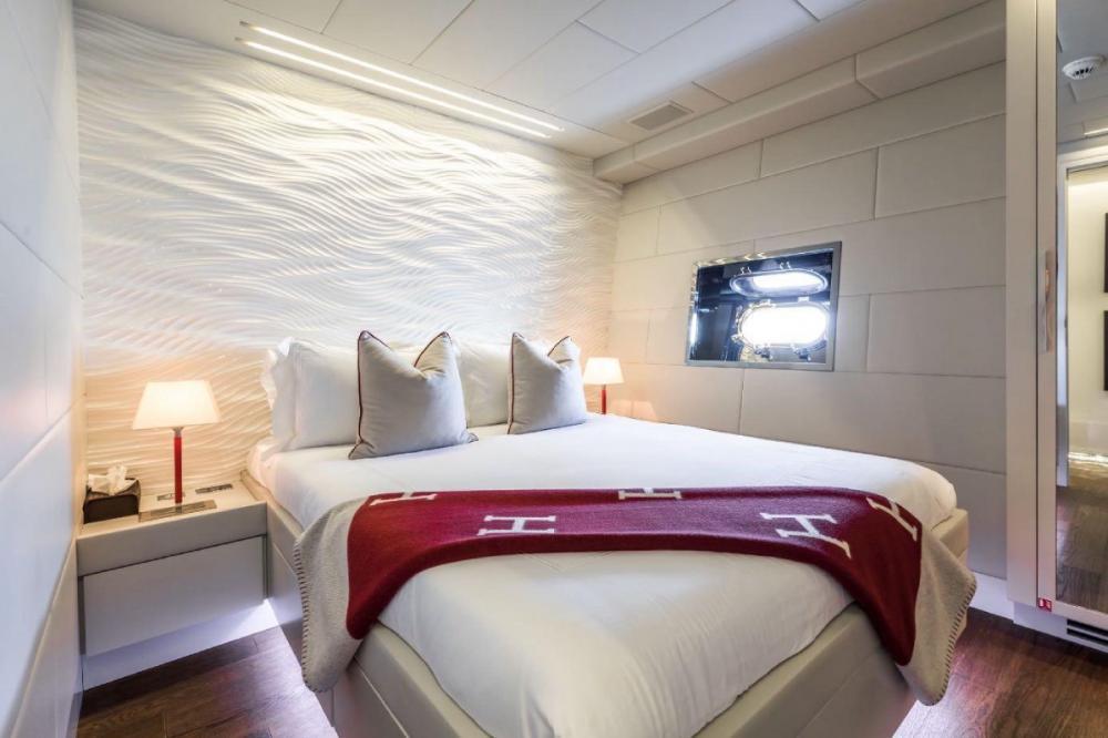 BEACHOUSE - Luxury Motor Yacht For Charter - Double Cabin - Img 1 | C&N