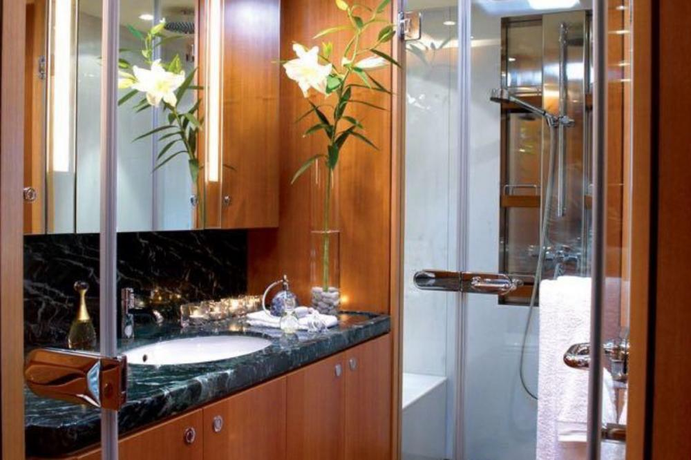 ARISTARCHOS - Luxury Sailing Yacht For Charter - Master suite with 2 king double beds - Img 3 | C&N