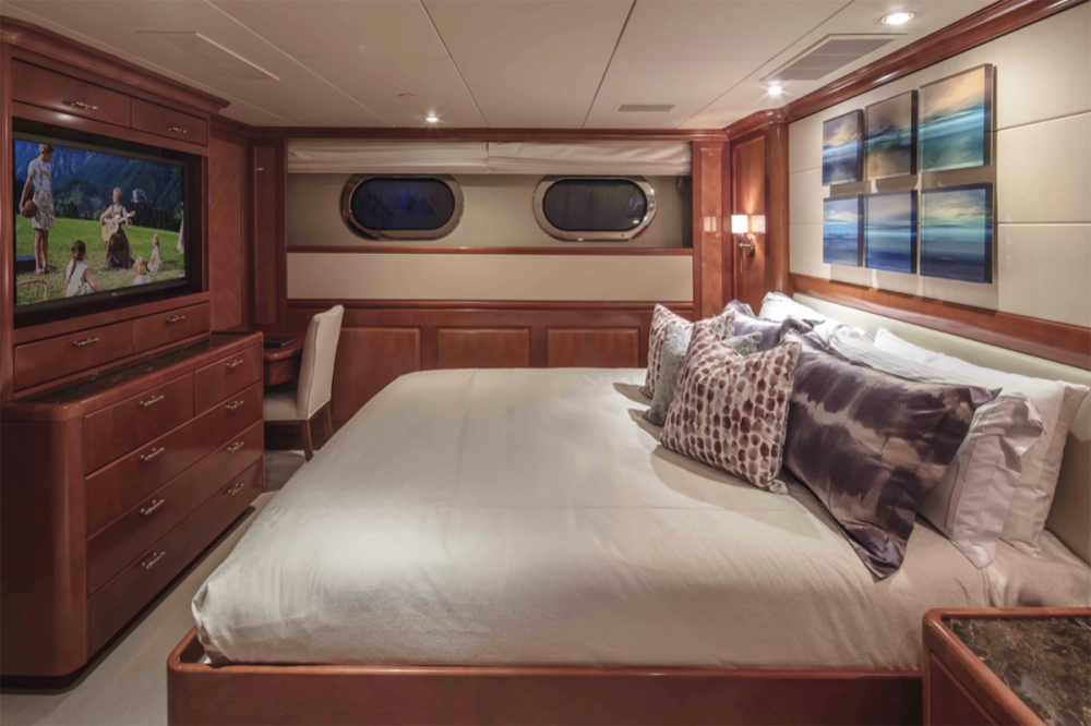 MILESTONE - Luxury Motor Yacht For Charter - Four Guest Staterooms - Img 4   C&N