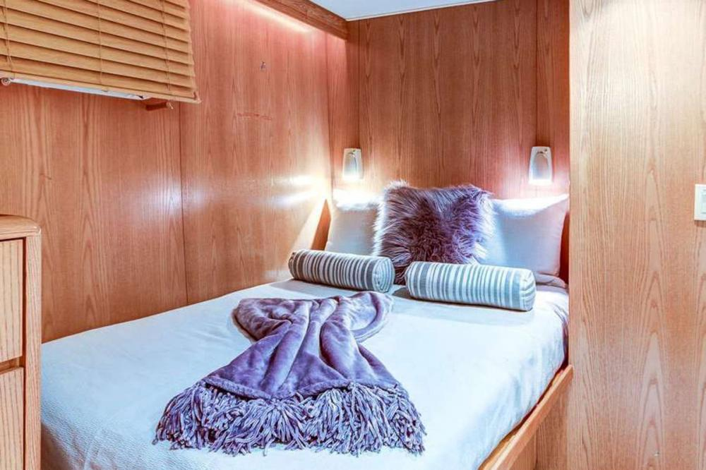 INDEPENDENCE 3 - Luxury Motor Yacht For Charter - Two Versatile Staterooms featuring both full and twin beds, plus pullman  - Img 2   C&N