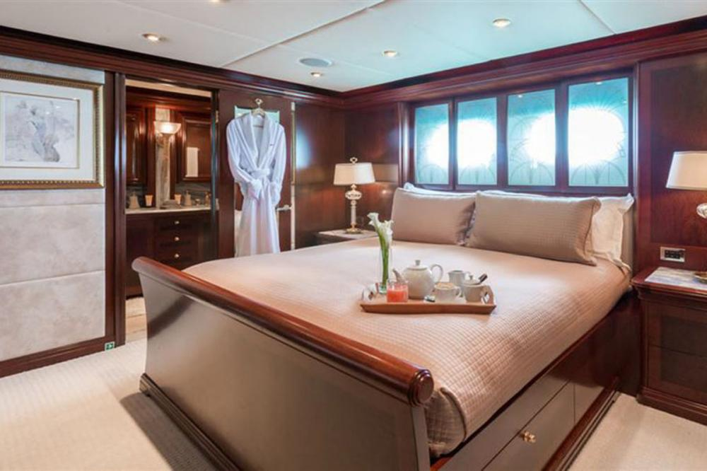 ZOOM ZOOM ZOOM - Luxury Motor Yacht For Charter - Queen Stateroom - Img 1 | C&N